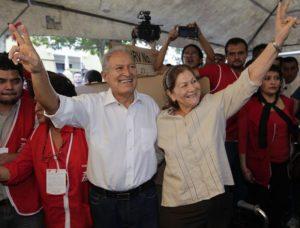 Salvador Sánchez Cerén et son épouse