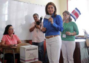 La présidente sortante Laura Chinchilla votant ce 6 avril 2014