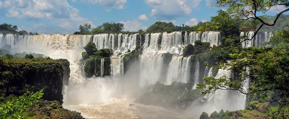 Les impressionnantes chutes d'Iguazu, joyau d'Amérique du sud
