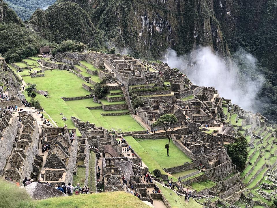 Le site archéologique du Machu Picchu, cité inca perdue dans les nuages